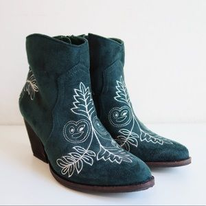 EUC Coconuts Matisse Axis Embroidered Booties